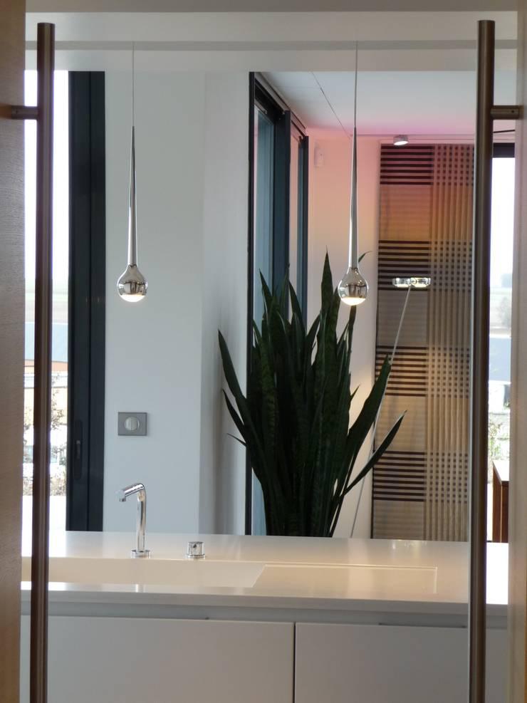 création d'une habitation contemporainre: Cuisine de style  par Emilie Bigorne, architecte d'intérieur CFAI