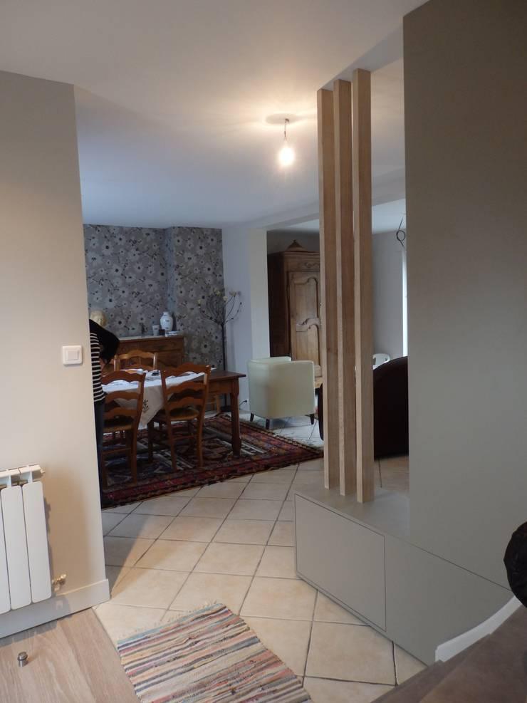 nouvelle entrée: Couloir et hall d'entrée de style  par Emilie Bigorne, architecte d'intérieur CFAI