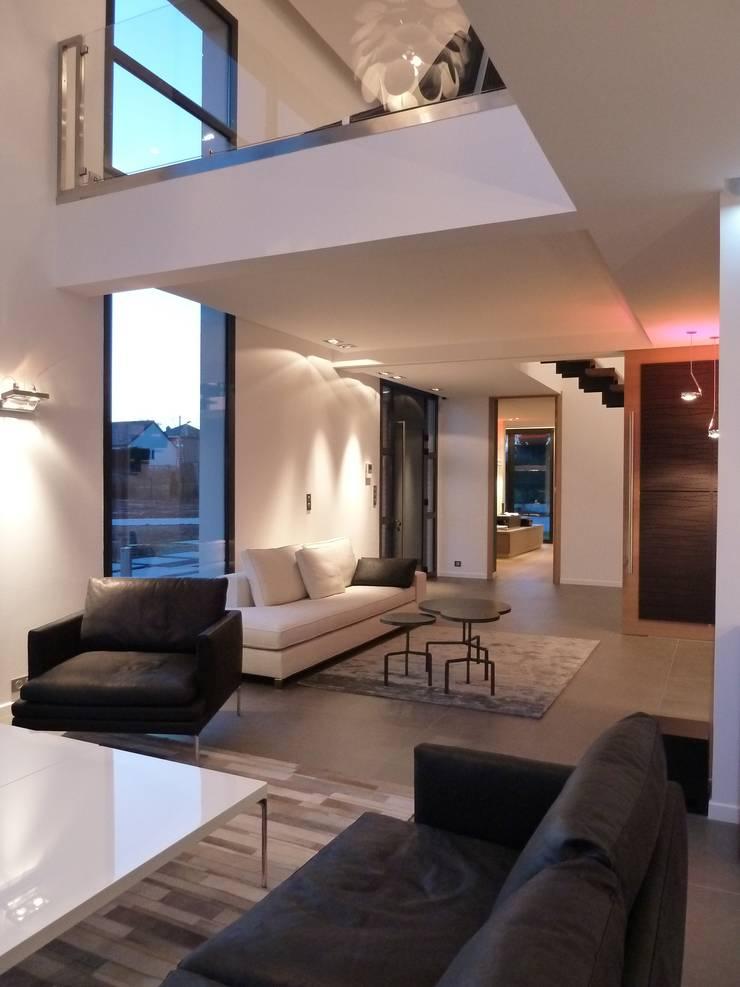 la salon: Salon de style  par Emilie Bigorne, architecte d'intérieur CFAI