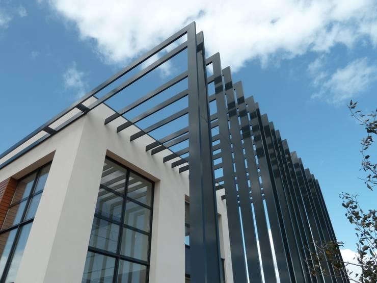 claustra extérieur: Maisons de style  par Emilie Bigorne, architecte d'intérieur CFAI