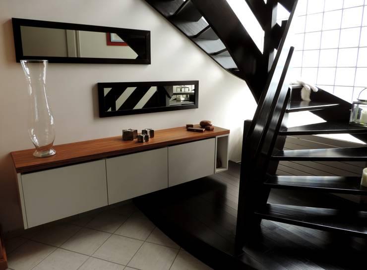 relooking de l'entrée: Couloir et hall d'entrée de style  par Emilie Bigorne, architecte d'intérieur CFAI