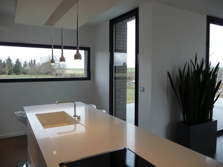 la cuisine: Cuisine de style  par Emilie Bigorne, architecte d'intérieur CFAI