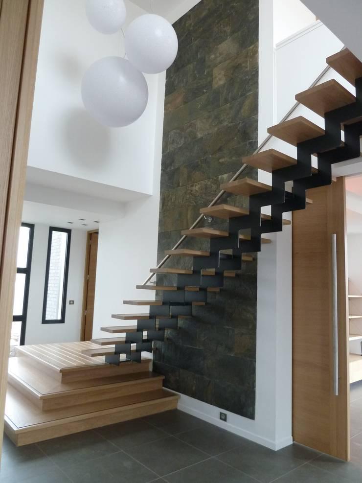 volumétrie d'entrée: Couloir et hall d'entrée de style  par Emilie Bigorne, architecte d'intérieur CFAI
