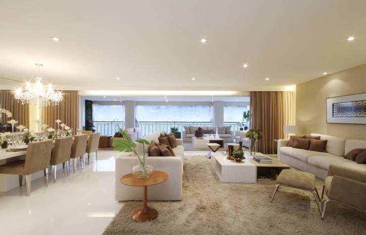 MAC_Piazza Suprema 283m²: Salas de estar  por Chris Silveira & Arquitetos Associados