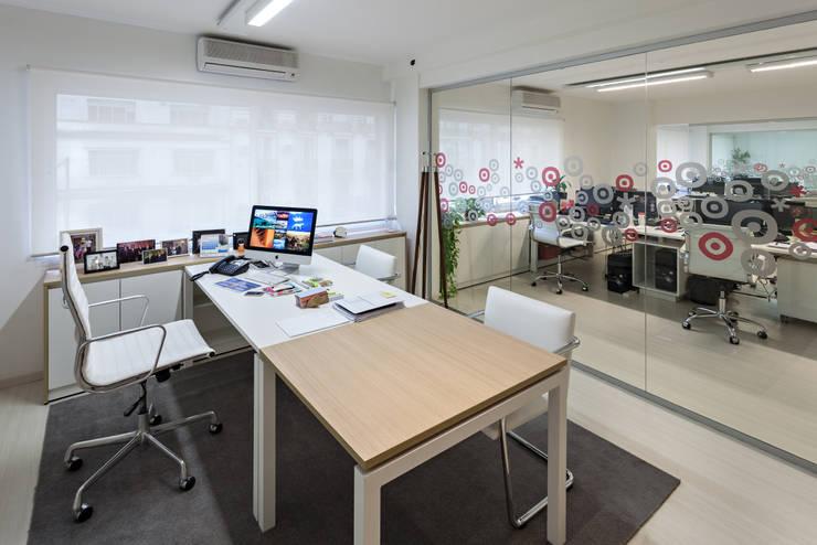 Agencia de Comunicación: Oficinas y locales comerciales de estilo  por Estudio Sespede Arquitectos