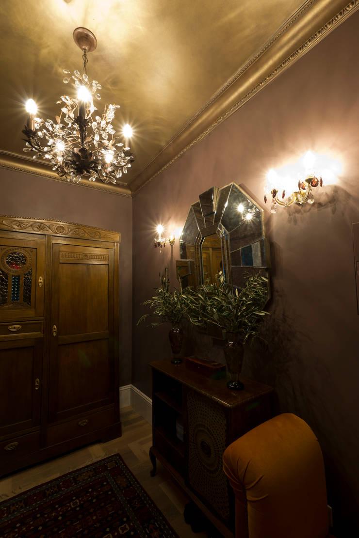 Квартира в старинном московском доме 1907 года: Прихожая, коридор и лестницы в . Автор – Irina Tatarnikova