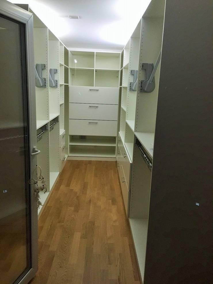 begehbarer kleiderschrank als raumteiler in niederlenz bei. Black Bedroom Furniture Sets. Home Design Ideas