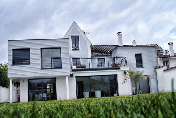 Maison de Ville Croissy sur Seine Yvelines: Maisons de style de style Moderne par B by Lulea
