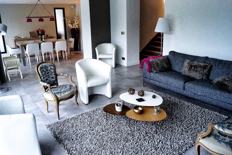 Maison de Ville Croissy sur Seine Yvelines: Salon de style de style Moderne par B by Lulea