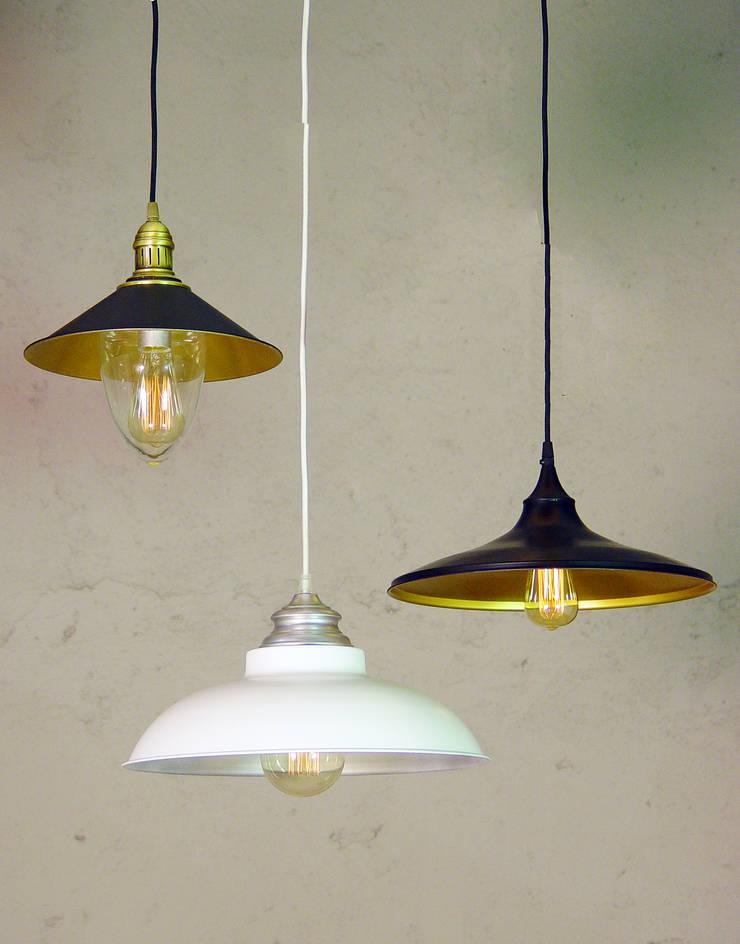Colgantes metálicos:  de estilo  de Vidrios Granada SL, Rústico