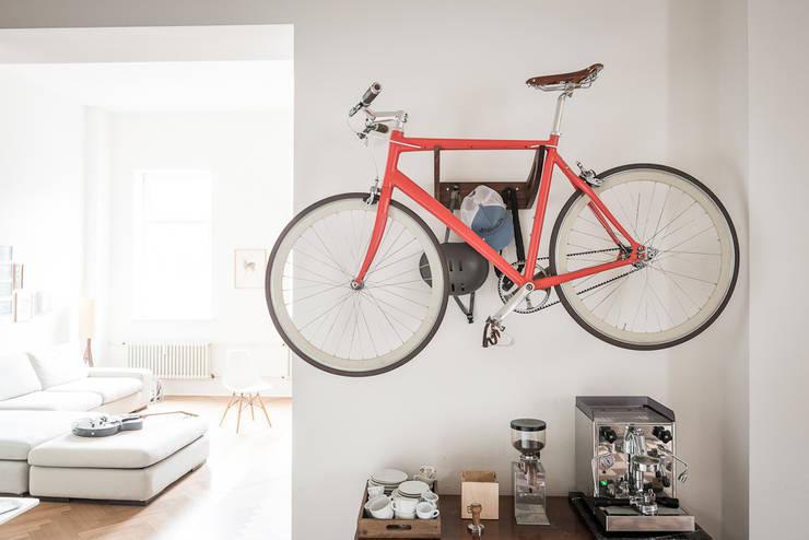 Bikedrobe:  Flur, Diele & Treppenhaus von Pirol Furnituring
