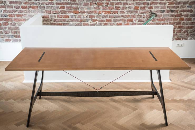 Comedores de estilo  por Pirol Furnituring