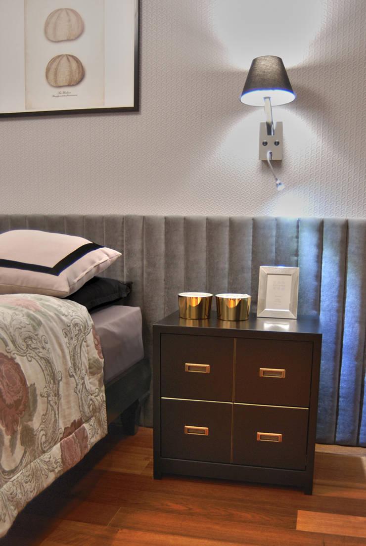 Flamingo: styl , w kategorii Sypialnia zaprojektowany przez SAFRANOW