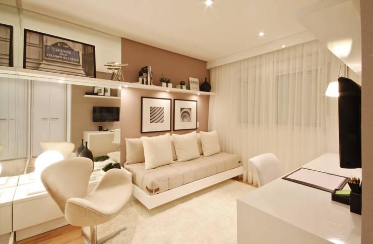 Спальни в . Автор – Chris Silveira & Arquitetos Associados