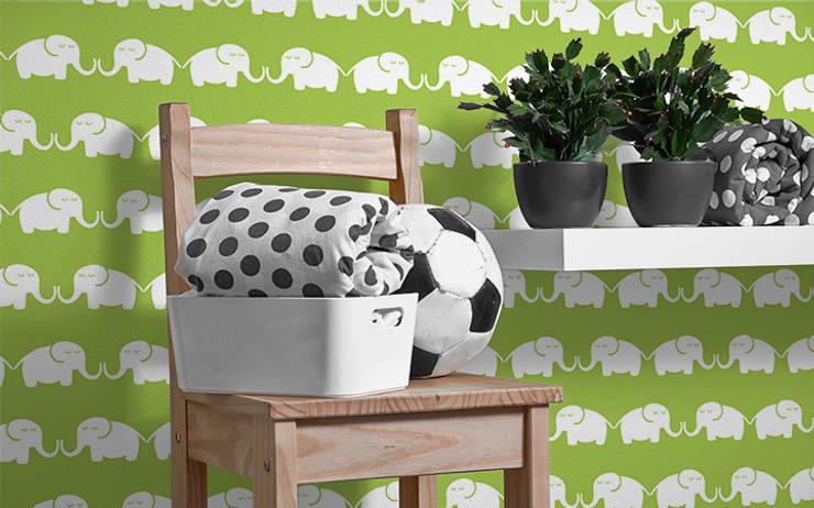 Tapete Elephants, for him (grün):  Kinderzimmer von Designstudio DecorPlay