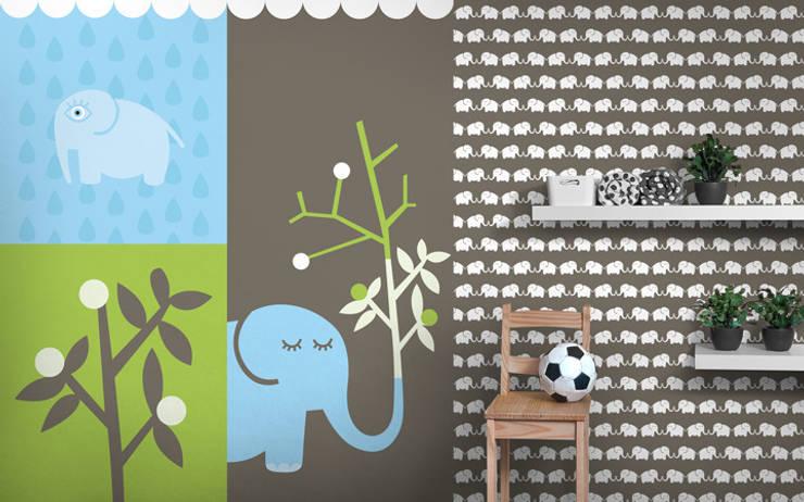 Fototapete & Tapete (graubraun) Elephants, for him:  Kinderzimmer von Designstudio DecorPlay