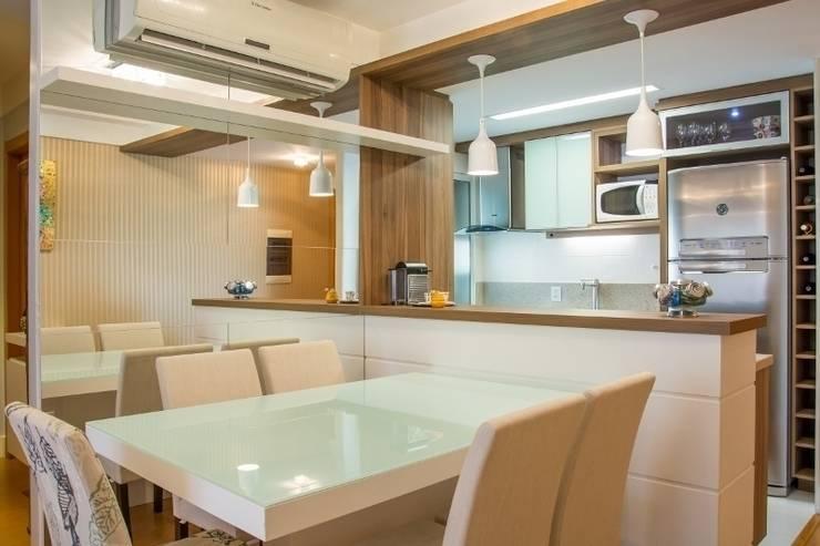 Apartamento Grécia: Salas de jantar  por Camila Chalon Arquitetura
