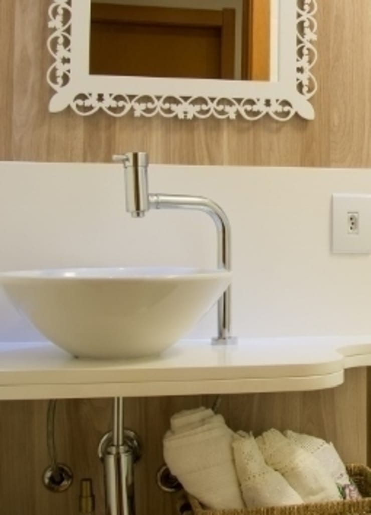 Apartamento Grécia: Banheiros  por Camila Chalon Arquitetura