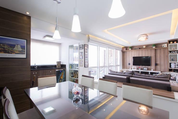 Apartamento Menino Deus: Salas de jantar  por Camila Chalon Arquitetura