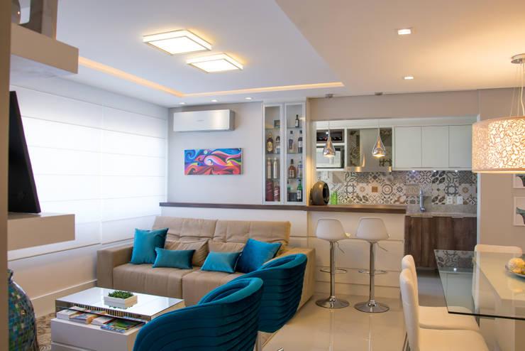Salas de estar modernas por Camila Chalon Arquitetura