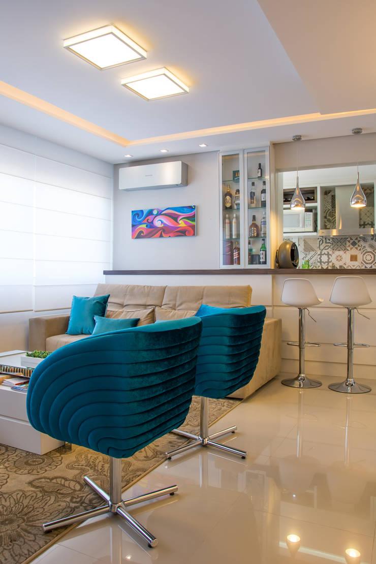 Apartamento Bento: Salas de estar  por Camila Chalon Arquitetura,