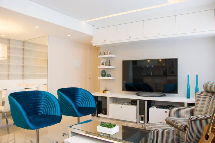Apartamento Bento: Salas multimídia  por Camila Chalon Arquitetura,