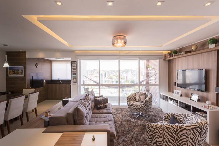 Apartamento Menino Deus: Salas de estar  por Camila Chalon Arquitetura