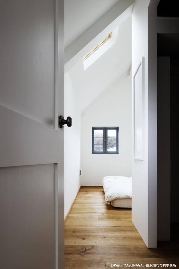 Hym house: ZERO ONE OFFICEが手掛けた寝室です。,モダン