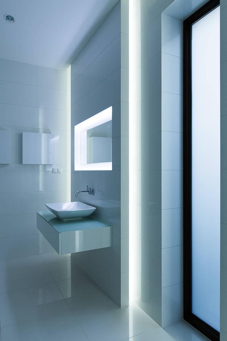 bath tron: styl , w kategorii Łazienka zaprojektowany przez unikat:lab,Nowoczesny