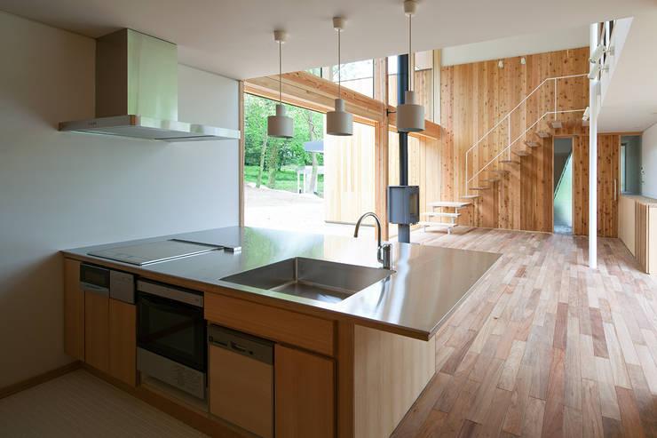 House-Sim: 伊藤憲吾建築設計事務所が手掛けたキッチンです。,モダン