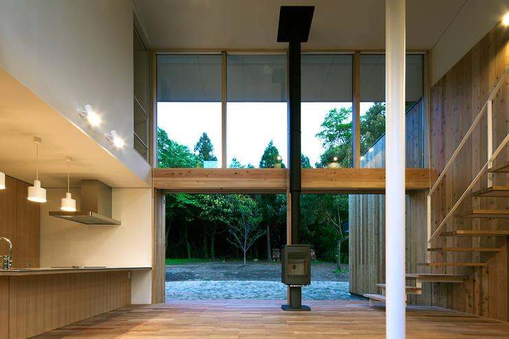 House-Sim: 伊藤憲吾建築設計事務所が手掛けたリビングです。
