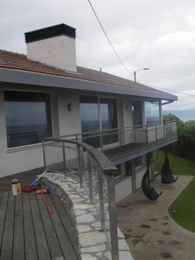 Reforma de vivienda unifamiliar en Sopelana: Casas de estilo  de BR&Co arquitectos, Moderno
