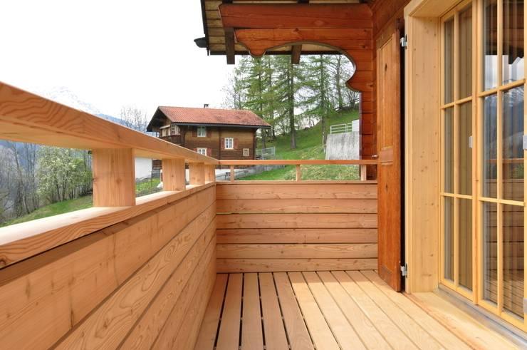 Ferienhaus nach Mass:  Terrasse von Juho Nyberg Architektur GmbH