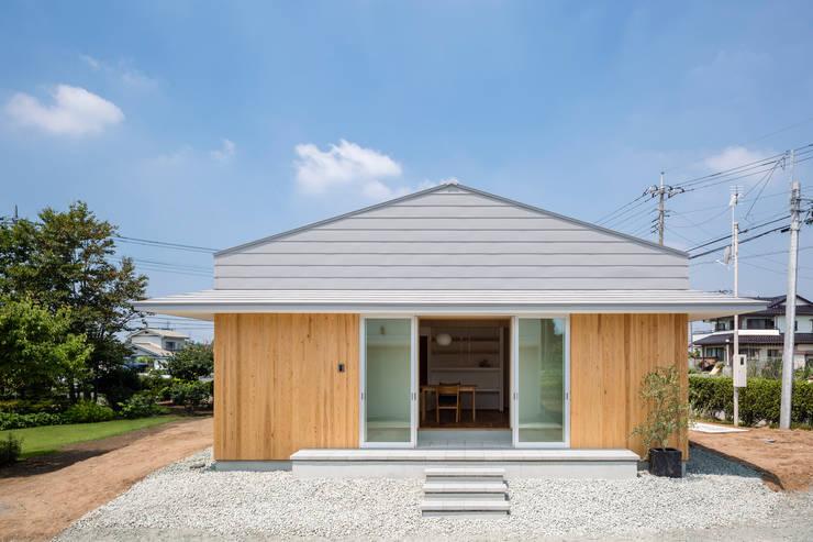 Casas de estilo ecléctico por 矢内建築計画 一級建築士事務所