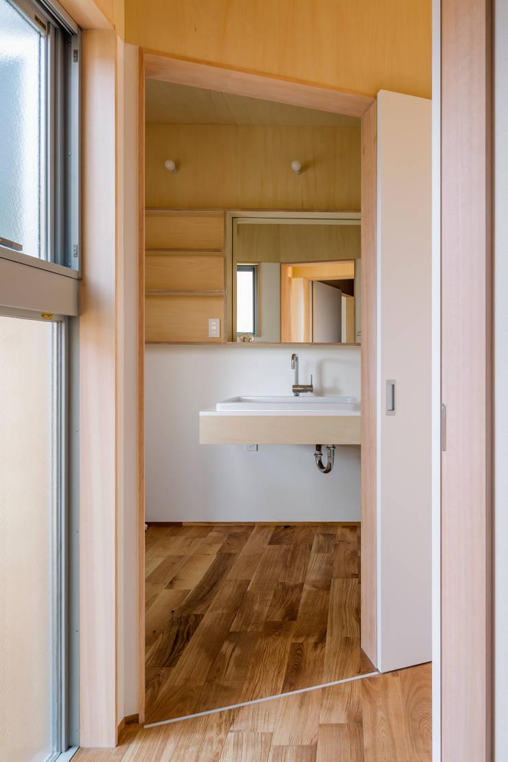 House in Hashie: 矢内建築計画 一級建築士事務所が手掛けた浴室です。