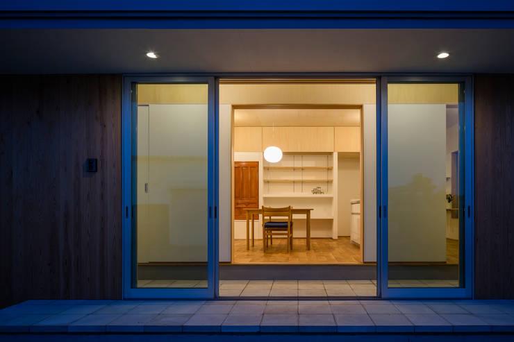 Comedores de estilo  por 矢内建築計画 一級建築士事務所