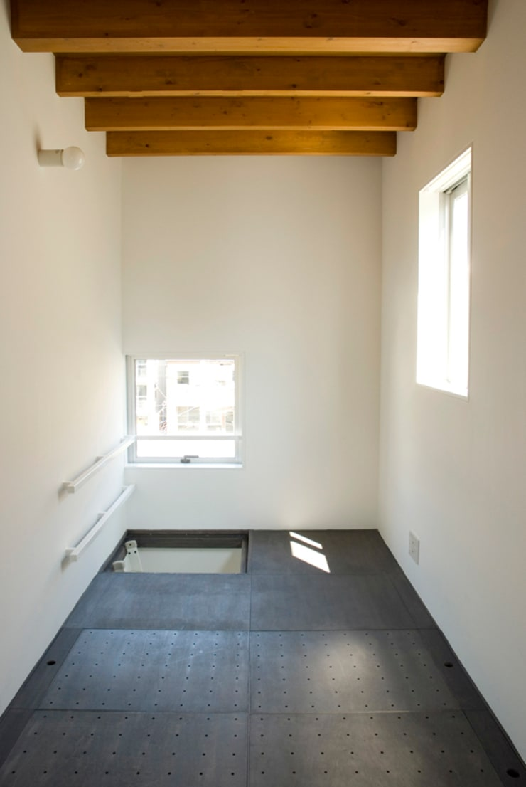 早稲田の家 House in waseda: 平野崇建築設計事務所 TAKASHI HIRANO ARCHITECTSが手掛けた和室です。