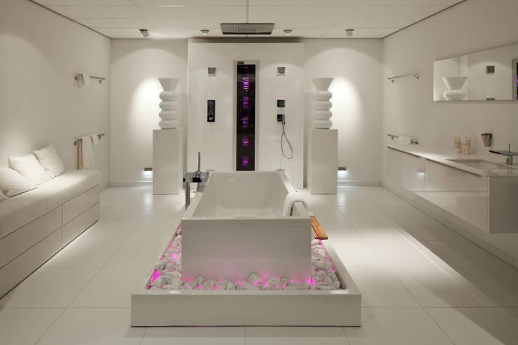 Baños de estilo moderno por Intermat