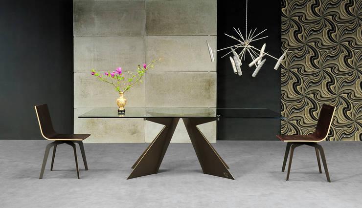 Tavolo Phantom: Sala da pranzo in stile  di Lestrocasa Firenze