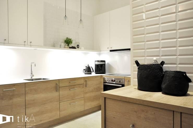 Wnętrze mieszkania w kamienicy, Bielsko-Biała.: styl , w kategorii Kuchnia zaprojektowany przez TIKA