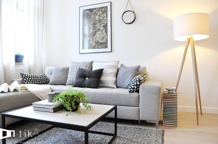 Wnętrze mieszkania w kamienicy, Bielsko-Biała.: styl , w kategorii Salon zaprojektowany przez TIKA