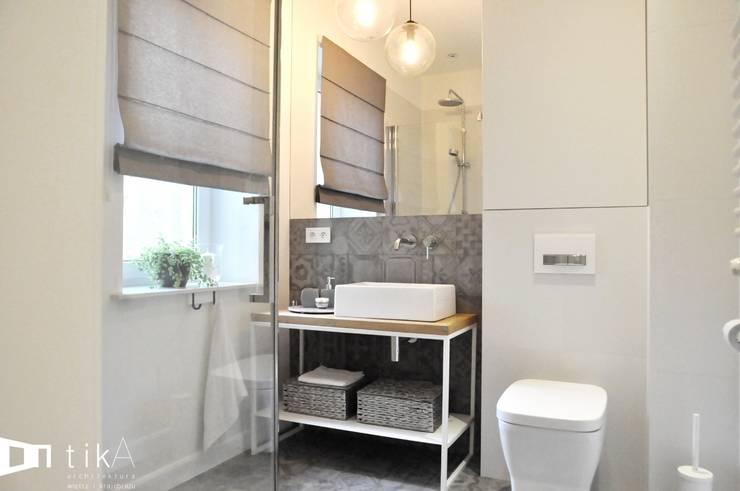 Wnętrze mieszkania w kamienicy, Bielsko-Biała.: styl , w kategorii Łazienka zaprojektowany przez TIKA DESIGN,Skandynawski
