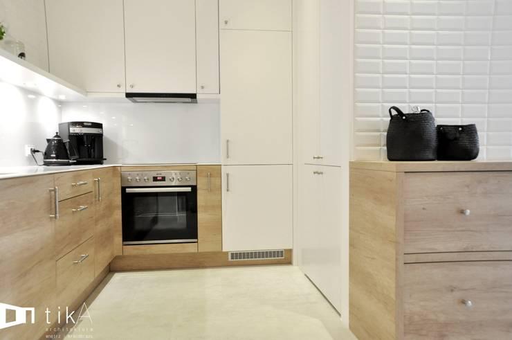 Wnętrze mieszkania w kamienicy, Bielsko-Biała.: styl , w kategorii Kuchnia zaprojektowany przez TIKA DESIGN,Skandynawski