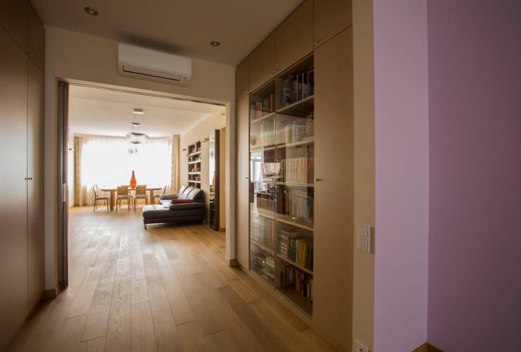 Переход между гостиной и детской гостиной: Гостиная в . Автор – ORT-interiors