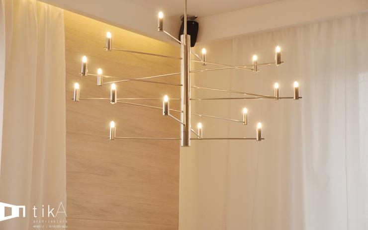 Wnętrze domu jendorodzinnego, Myślenice: styl , w kategorii Jadalnia zaprojektowany przez TIKA