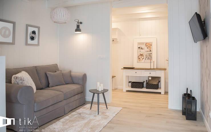 Wnętrze apartamentu hotelowego, Szczyrk: styl , w kategorii Hotele zaprojektowany przez TIKA DESIGN,Skandynawski