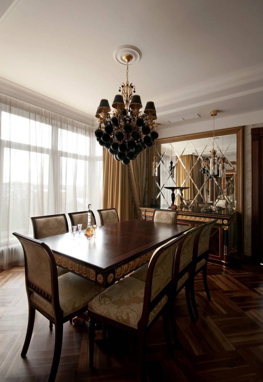 Столовая зона в гостиной: Гостиная в . Автор – ORT-interiors
