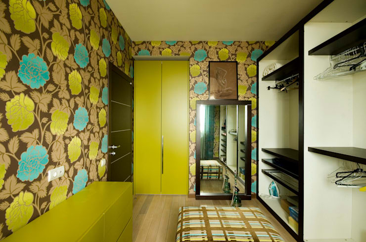 Dressing room by ORT-interiors