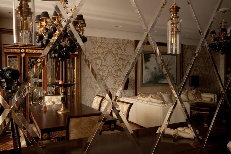 Зеркало: Гостиная в . Автор – ORT-interiors