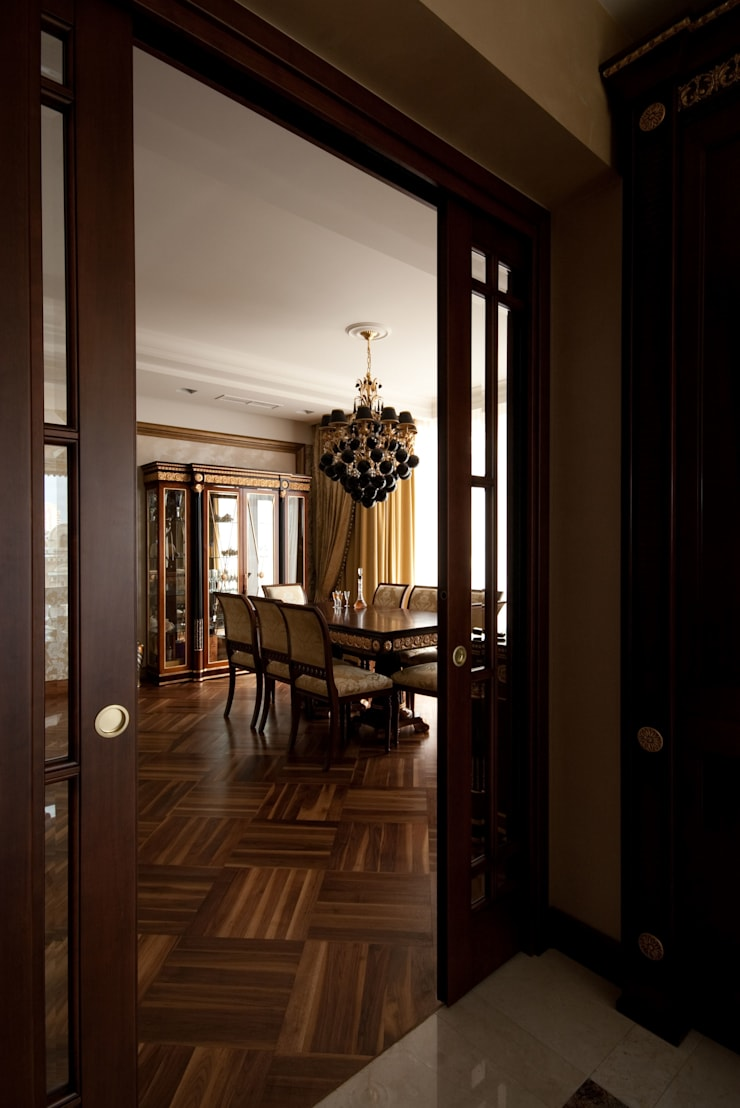 Вид на столовую из кухни: Гостиная в . Автор – ORT-interiors